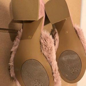 Seychelles furry sandals